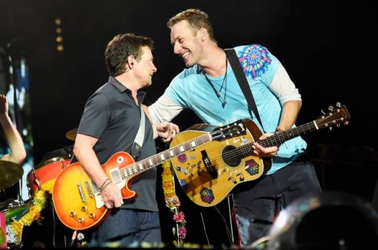 Michael J. Fox aparece de surpresa em show do Coldplay