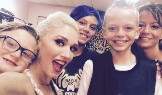 Emocionante: Gwen Stefani vai às lágrimas com fã que sofria bullying
