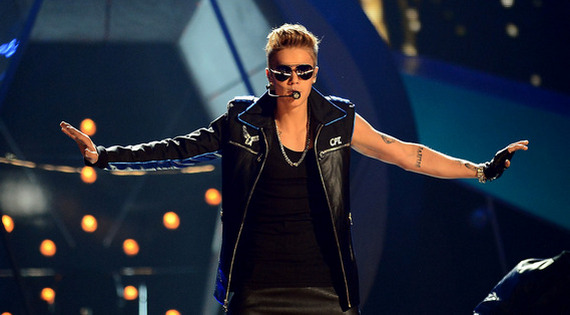 "Justin Bieber - ""Take You"" (Ao vivo)"