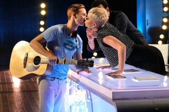 Katy Perry tira 'BV' de jovem candidato no 'American Idol'