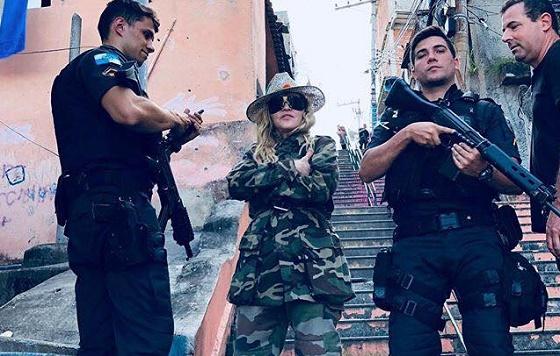 Madonna visita Morro da Providência e é criticada por fãs
